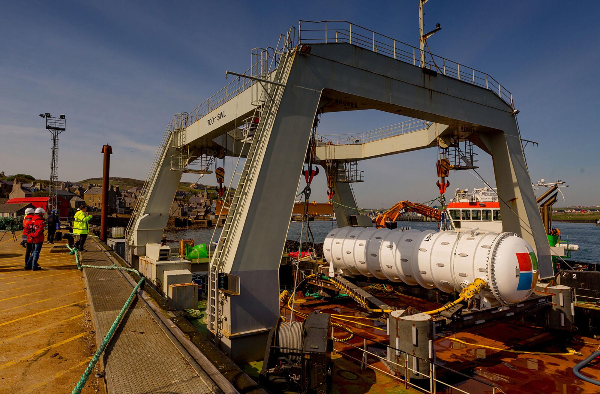 В рамках инициативы Project Natick корпорация Microsoft работает над созданием автономных глубоководных ЦОД, которые можно будет разместить прямо в море. В идеале такие дата-центры смогут пассивно охлаждаться водой и будут почти стопроцентно изолированы от внешних воздействий.