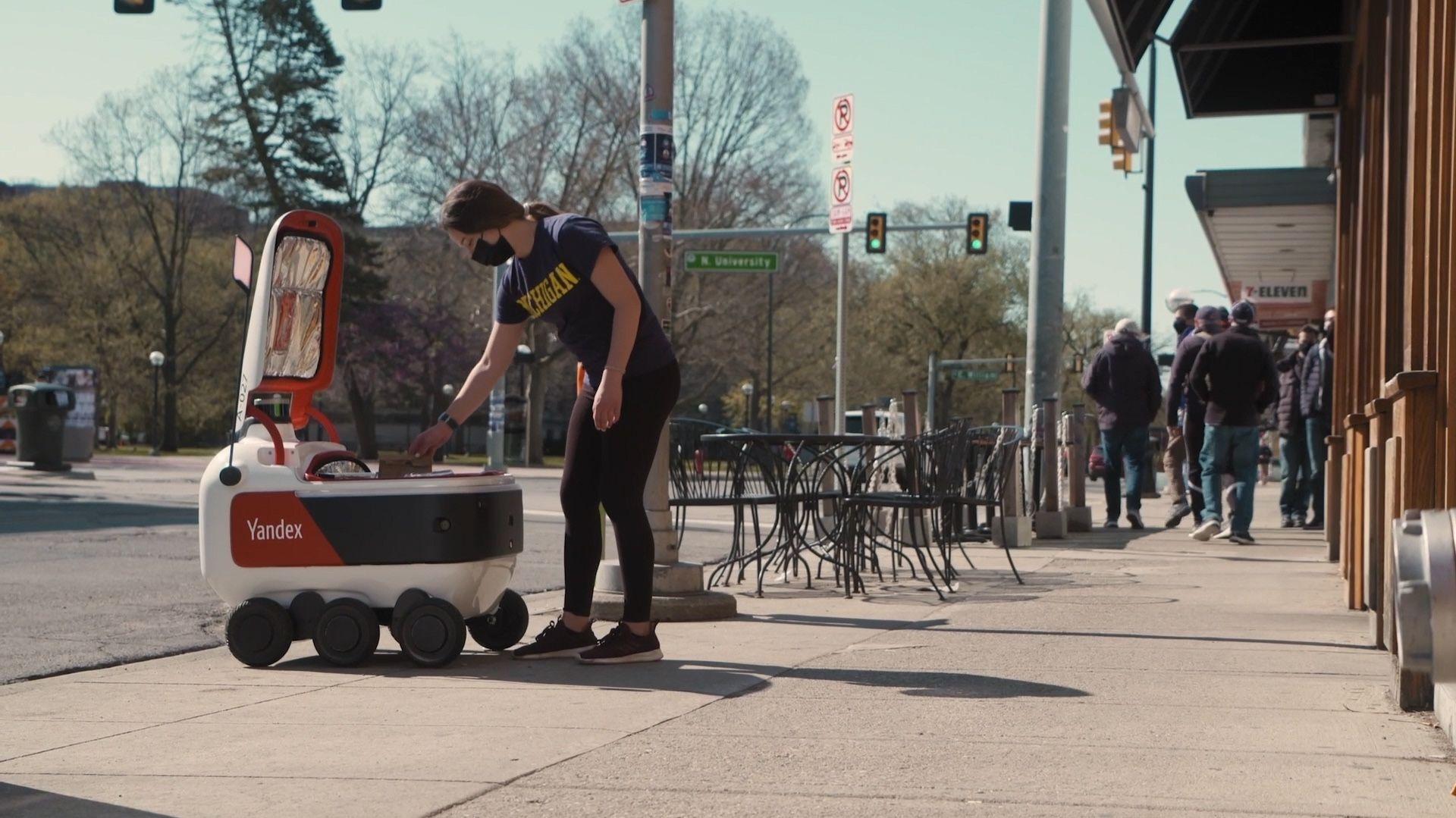 Российские роботы накормят американских студентов