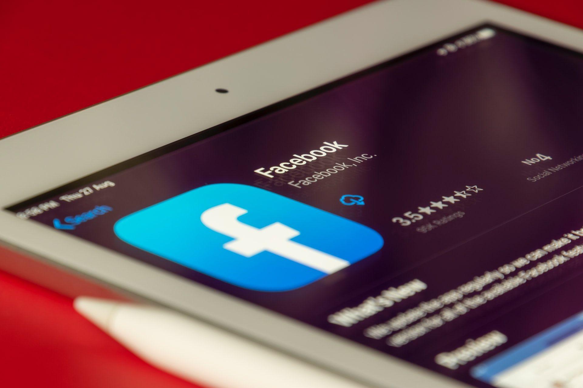 Цукерберг продолжает избавляться от акций <i>Facebook</i>