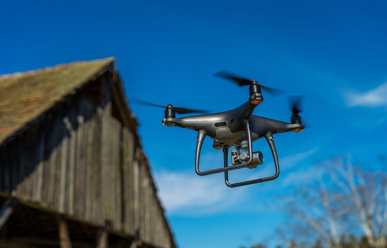Нейросеть впервые опередила людей-пилотов вгонке дронов