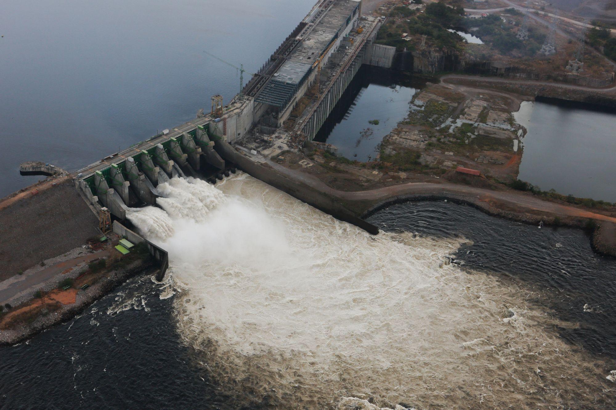 2019. Венесуэла. Цель: ГЭС. В 21 из 23 штатов Венесуэлы произошло массовое отключение электричества: вышла из строя гидроэлектростанция «Эль-гури». В столице Каракас была обесточена часть метрополитена, без света остался местный аэропорт