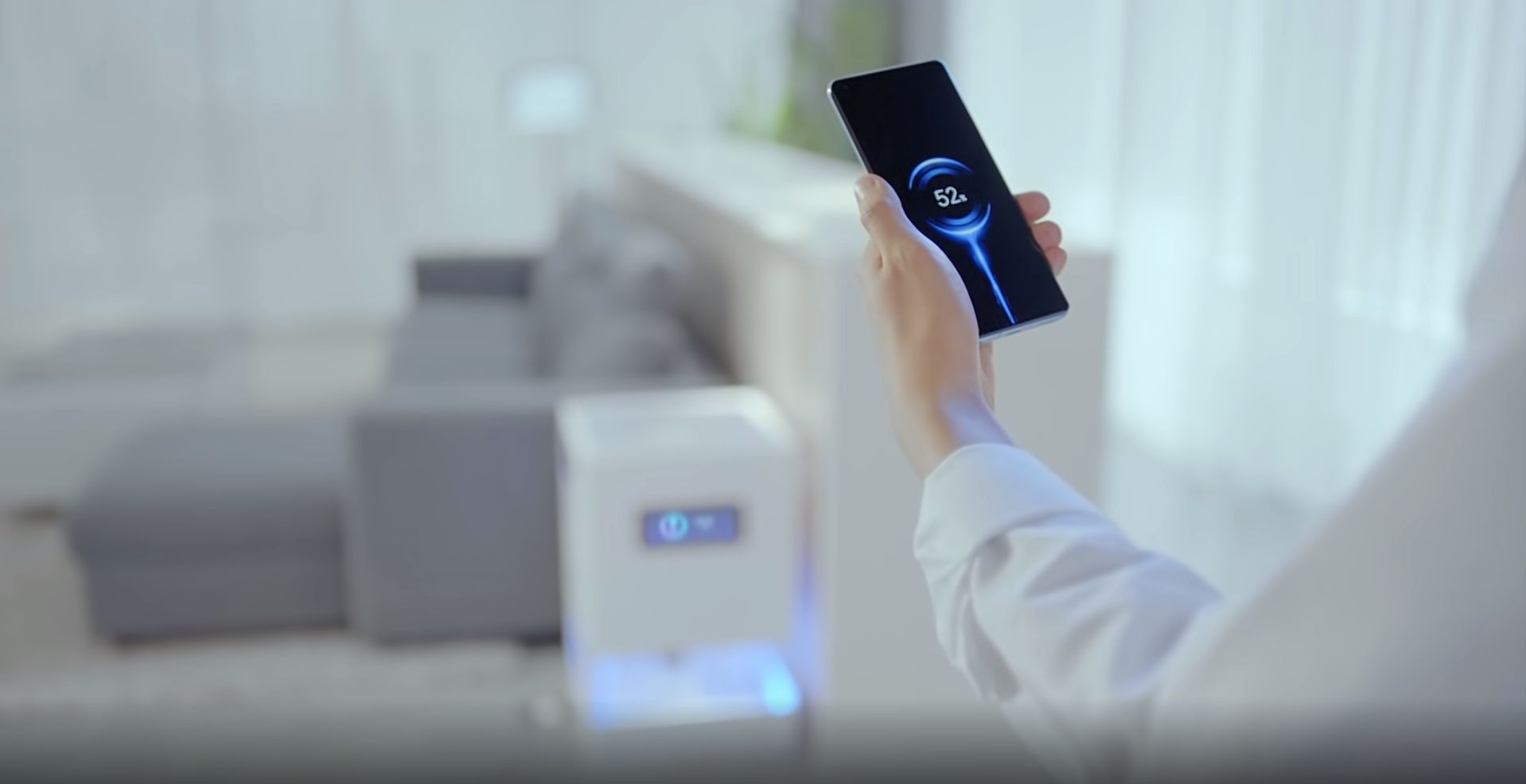 Беспроводная зарядная станция Xiaomi Mi Air Charge будет работать только с совместимыми смартфонами, у которых есть специальная приемная антенна. Сейчас в продаже таких устройств нет