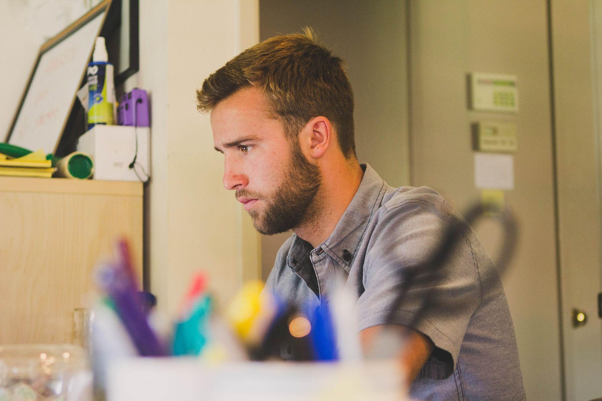 Большинство работодателей следят за соцсетями своих сотрудников