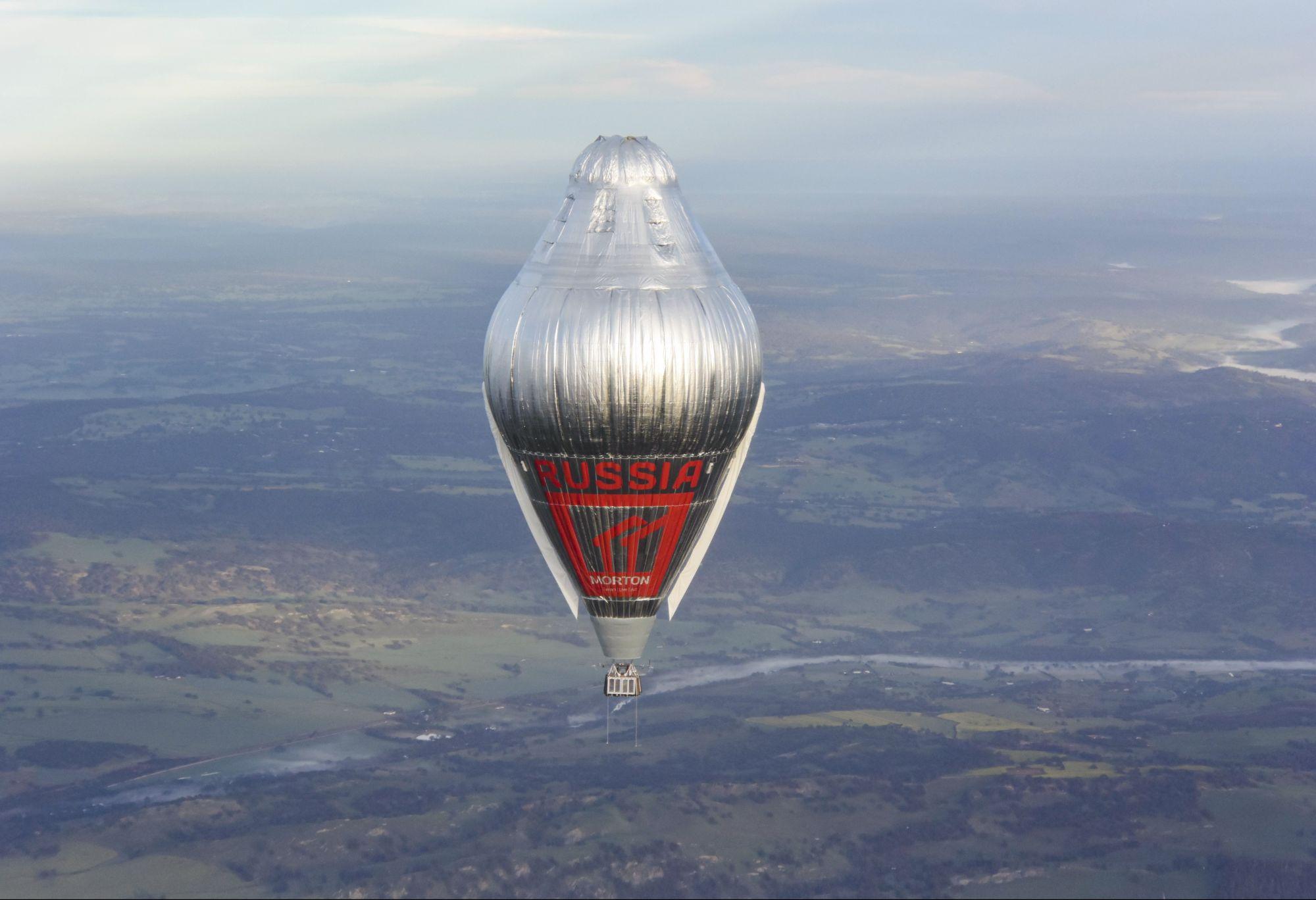 2016 Воздушный шар «Мортон» завершает рекордный кругосветный полет за 11 дней 4 часа 20 минут