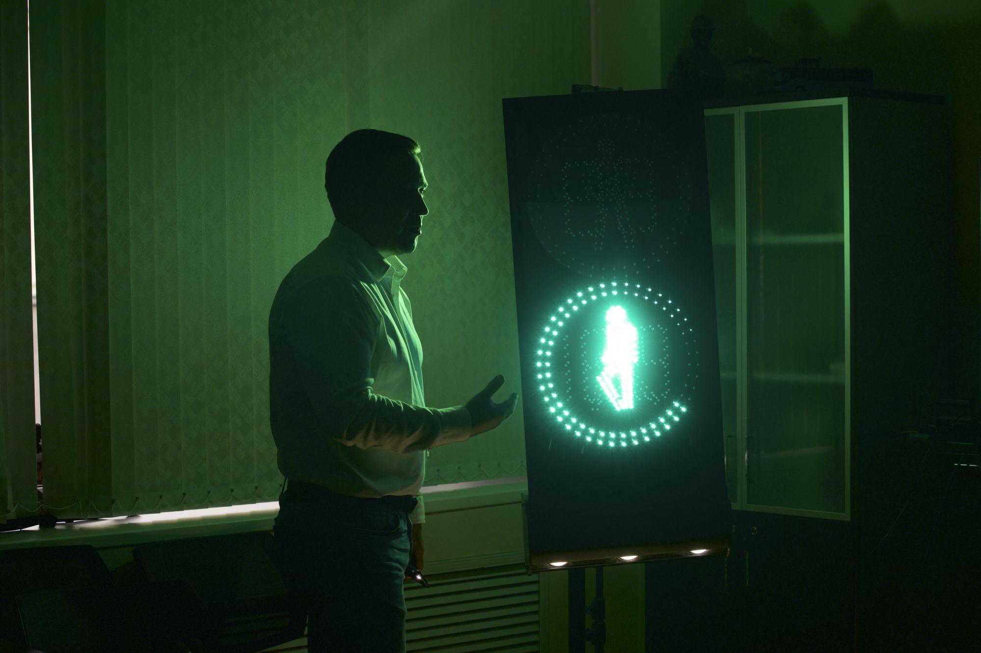 Обширный функционал умного светофора не бросается вглаза: вся электроника спрятана в корпус