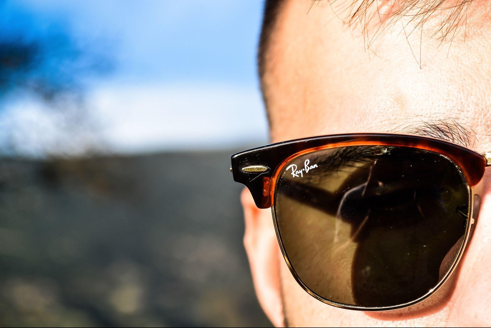 <i>Facebook </i>выпустил «умные» очки под брендом <i>Ray-Ban </i>