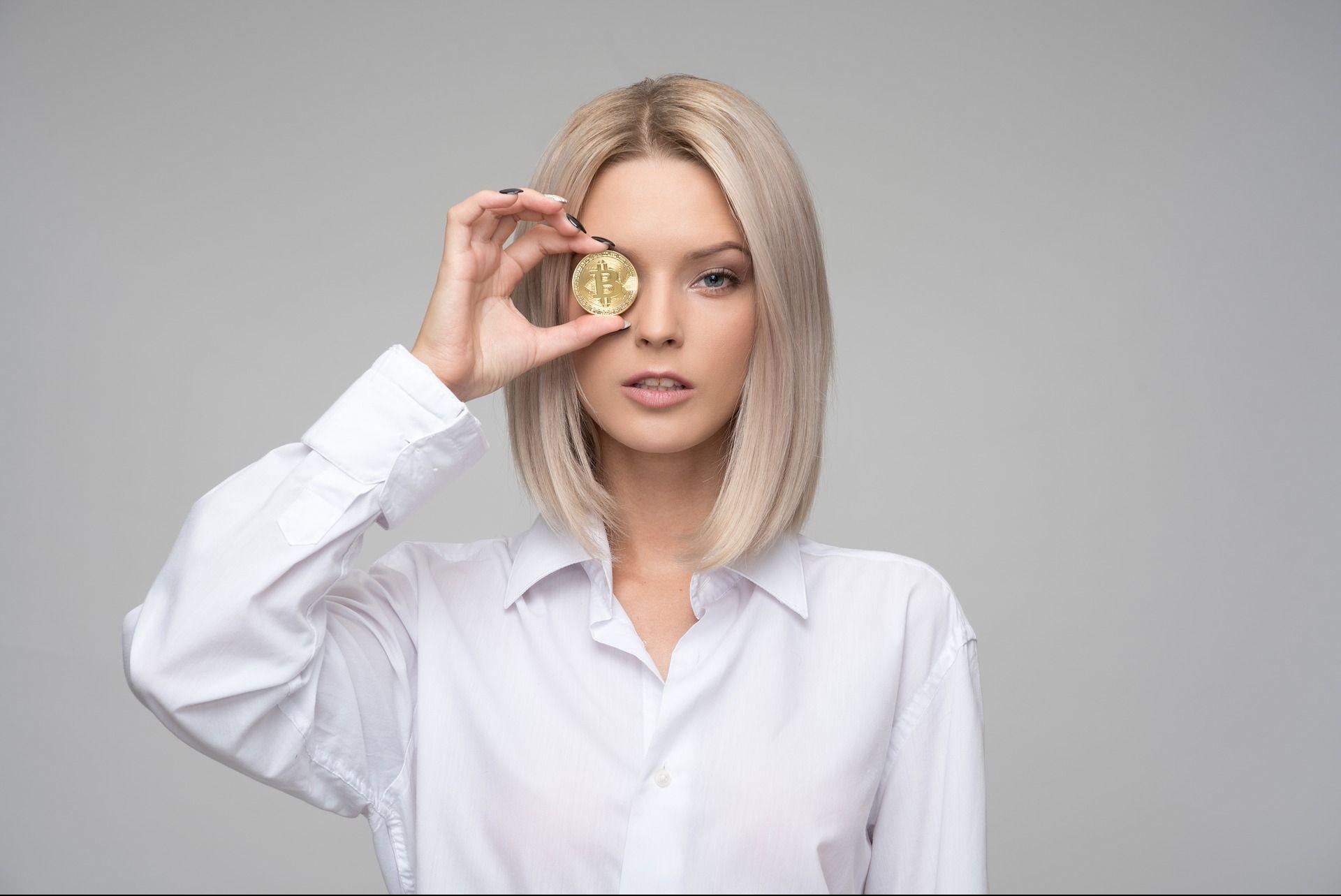 ЦБ требует от банков «тормозить» платежи на криптобиржи